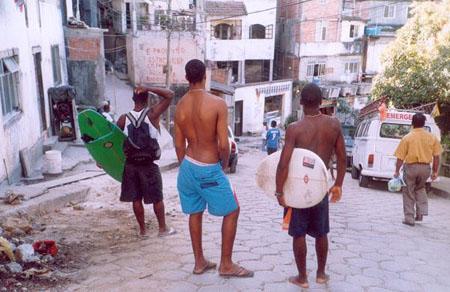 Surfing favela IV